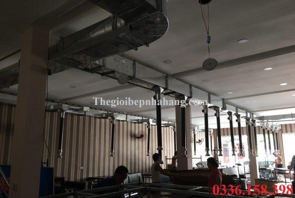hinh anh thuc te thi cong he thong hut mui bep nuong am ban nha hang tai son la 594x400 Ống hút khói bếp nướng nhà hàng màu cafe